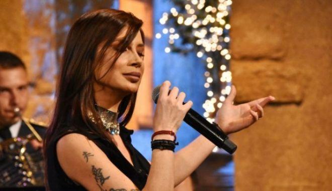 Η Πάολα έφερε 40αρι στο 'Στην Υγειά μας' και αποθεώθηκε τραγουδώντας Χατζιδάκι