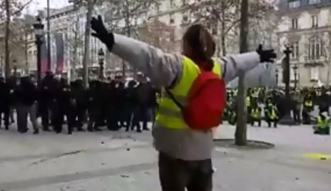 Κίτρινα Γιλέκα: Στην κοιλιά διαδηλωτή βομβίδα σε ευθεία βολή