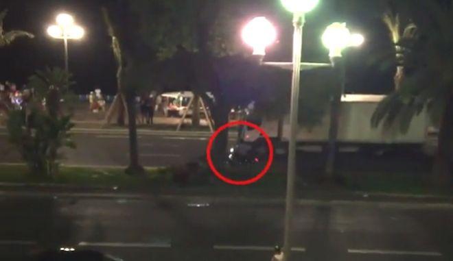Γαλλία: Ο μοτοσικλετιστής που πήδηξε πάνω στο φορτηγό πριν το μακελειό