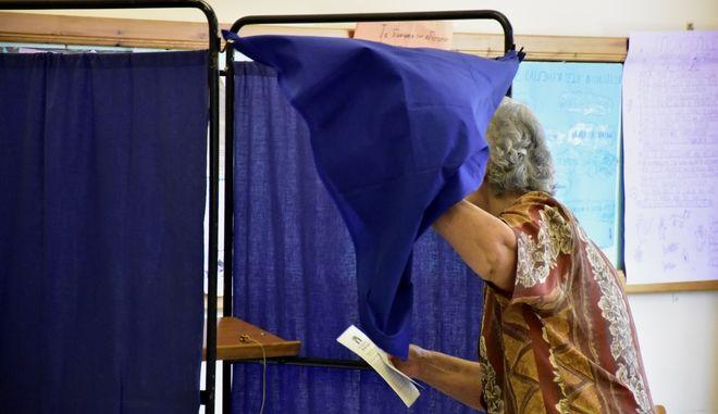 Στιγμιότυπο από την εκλογική διαδικασία