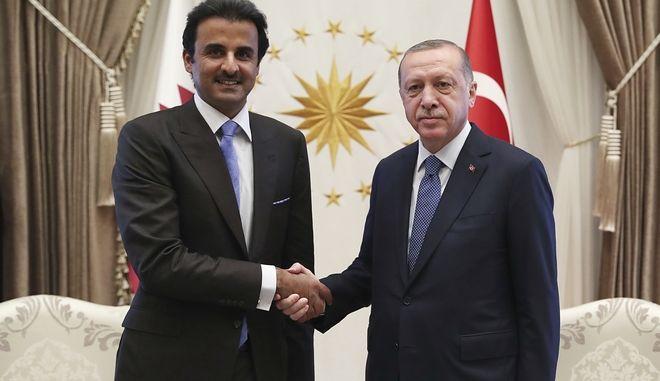 Ο Ρετζέπ Ταγίπ Ερντογάν με τον Εμίρη του Κατάρ