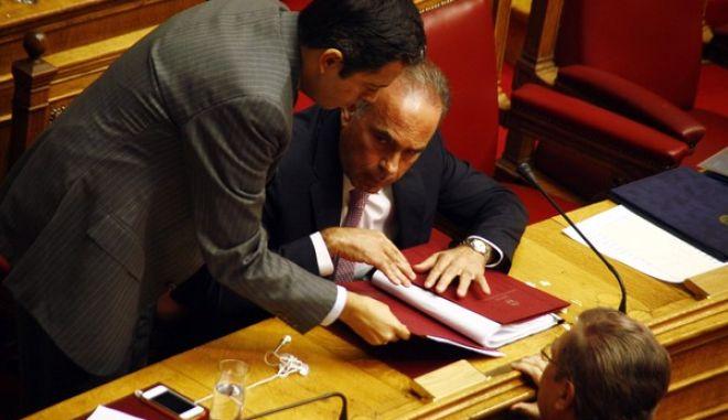 Συζήτηση τροπολογιών σε νομοσχέδια υπουργείων και ψηφοφορία επί της τροπολογίας για την αναστολή της κρατικής χρηματοδότησης σε κόμματα που παραβιάζουν τον Ποινικό Κώδικα την Τρίτη 22 Οκτωβρίου 2013. (EUROKINISSI/ΓΙΩΡΓΟΣ ΚΟΝΤΑΡΙΝΗΣ)