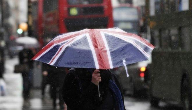 Στο έλεος της κακοκαιρίας η Βρετανία