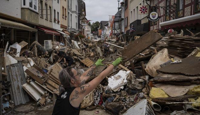 Γερμανία: Ρεπόρτερ σε πληγείσα περιοχή