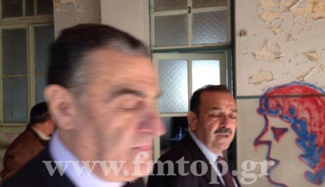 """Απίστευτες φωτογραφίες από τη Ρόδο: """"Χτυπούν"""" ηρωίνη δίπλα στον υπουργό Δικαιοσύνης"""
