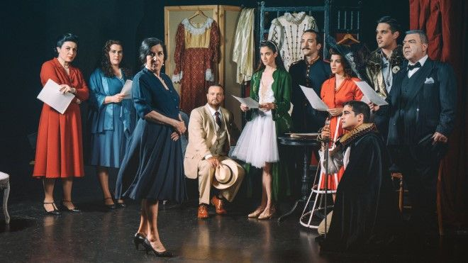 """Η Νένα Μεντή και ο Πέτρος Ζούλιας συναντούν για άλλη μια χρονιά επί σκηνής την """"ΜΑΡΙΚΑ"""" στο θέατρο Χώρα και ταξιδεύουν στον πολυδιάσταστο και αντιφατικό κόσμο της Μαρίκας Κοτοπούλη."""