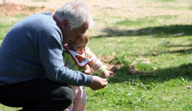 Παππούς και εγγονάκι