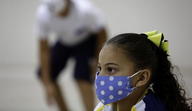 Κοριτσάκι στη Βραζιλία