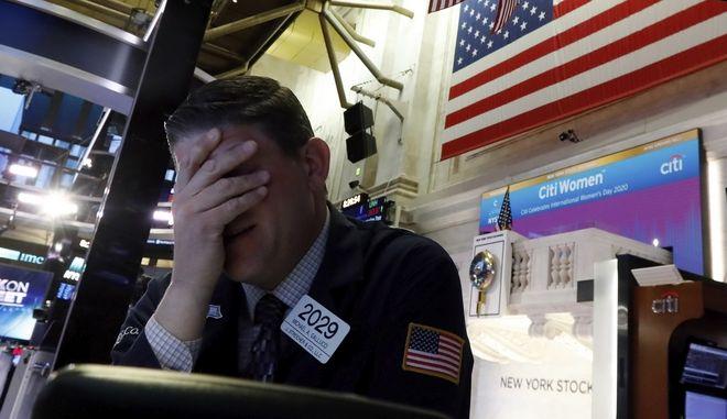 Χρηματιστής στη Νέα Υόρκη σε όχι και τόσο καλή διάθεση
