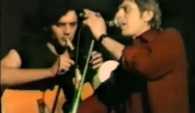 Μηχανή του Χρόνου: Σπάνιο βίντεο από τη συναυλία του  Σιδηρόπουλου κατά του νέφους στην πλατεία Κοραή το 1987