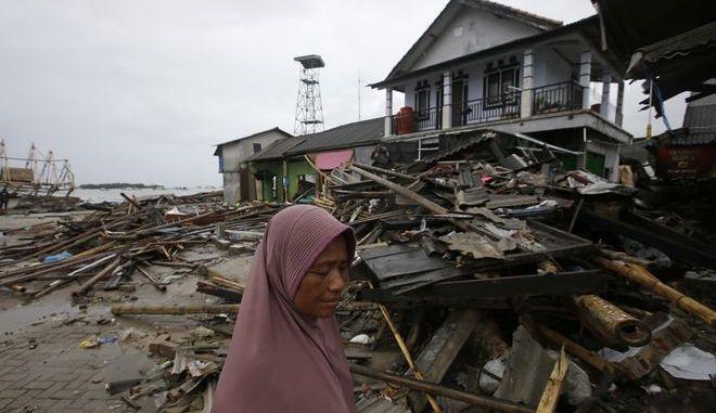 Το τσουνάμι στην Ινδονησία κατέστρεψε περισσότερα από 700 κτίρια