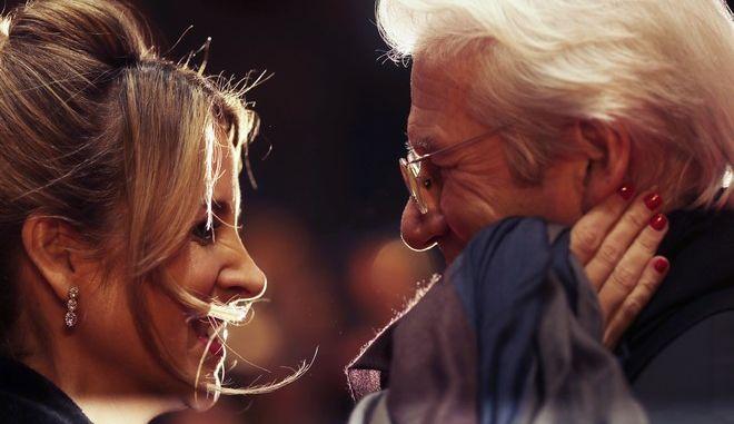 Hola: Ο 70χρονος Ρίτσαρντ Γκιρ και η 36χρονη σύζυγός του περιμένουν το δεύτερο παιδί τους