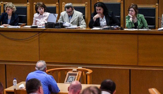 """Στιγμιότυπο από τη δίκη της """"Χρυσής Αυγής"""" στην αίθουσα του Εφετείου Αθηνών"""