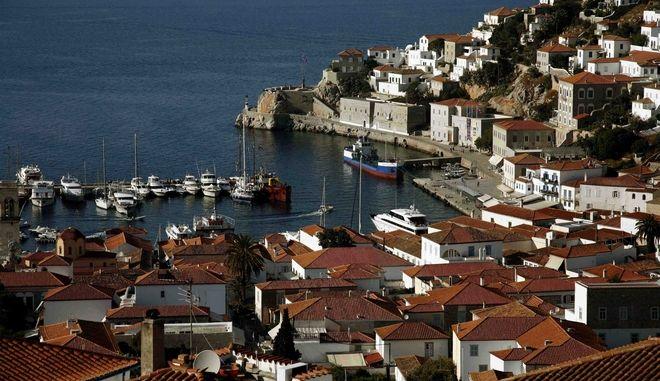 Στιγμιότυπο απο τον οικισμό και το λιμάνι στην χώρα της Υδρας, Αρχείο