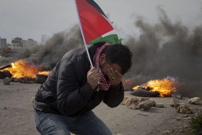 Στιγμιότυπο από επεισόδια στην Ραμάλα έπειτα από συγκέντρωση διαμαρτυρίας των Παλαιστινίων ενάντια στο σχέδιο Τραμπ