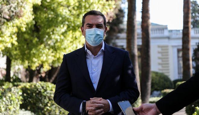 O Πρόεδρος του ΣΥΡΙΖΑ - Προοδευτική Συμμαχία Αλέξης Τσίπρας έξω από το Προεδρικό Μέγαρο