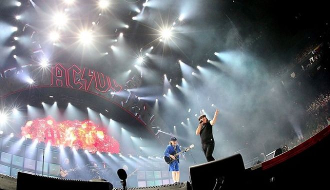 O Axl Rose, νέος τραγουδιστής στους AC/DC!