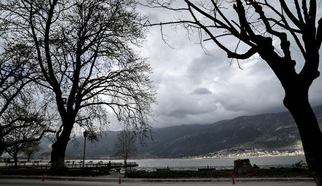 Καιρός: Πτώση θερμοκρασίας με βροχές και καταιγίδες