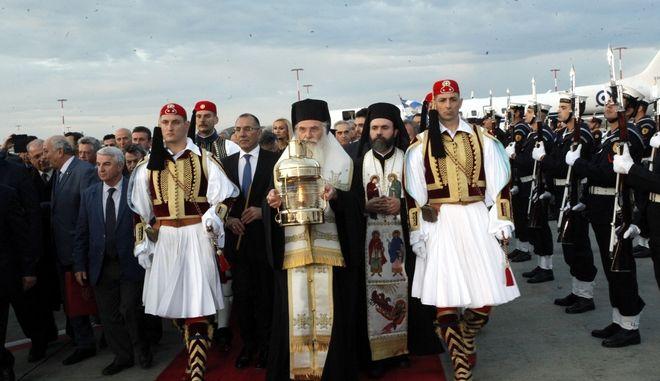 Από την άφιξη του Αγίου Φωτός από τα Ιεροσόλυμα στην Αθήνα, το 2018