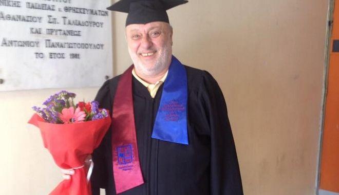 Ο Ψαριανός ήταν κατά των αιώνιων φοιτητών αλλά πήρε πτυχίο μετά από 42 χρόνια