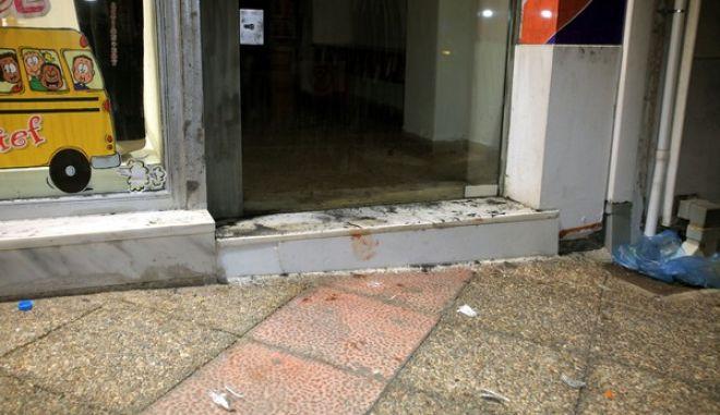 Νεκρός 34χρονος στην Αμφιάλη,μετά από επίθεση που δέχτηκε από ομάδα ακροδεξιών σε καφετέρια,όπου παρακολουθούσε ποδοσφαιρικό αγώνα.Το θύμα είναι γνωστό για την αντιφασιστική του δράση και ανήκε στον αριστερό χώρο,Τετάρτη 18 Σεπτεμβρίου 2013 (EUROKINISSI/ΚΩΣΤΑΣ ΚΑΤΩΜΕΡΗΣ)