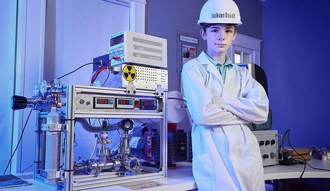 Ο 12χρονος που πέτυχε πυρηνική σύντηξη από το δωμάτιό του