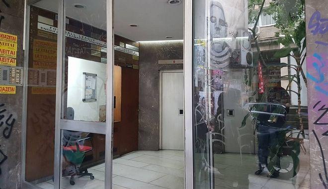 Εισβολή Ρουβίκωνα σε συμβολαιογραφικό γραφείο στην Ομόνοια