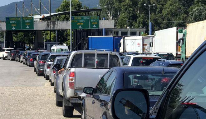 Σερβία: Αλαλούμ με τους επισκέπτες - Το κλείσιμο των συνόρων τους βρήκε στον δρόμο