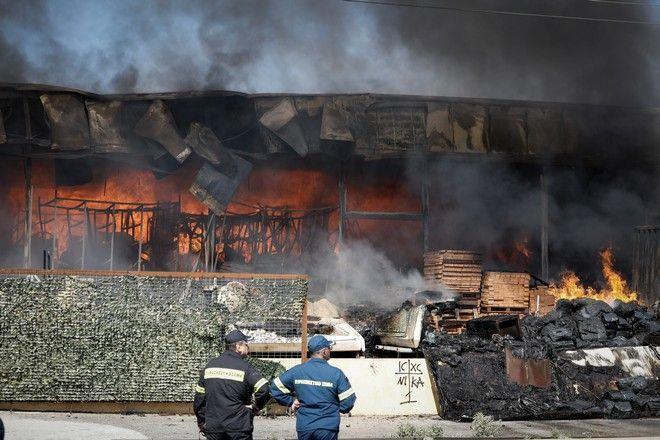 Πυρκαγιά σε κατάστημα στη λεωφόρο Βάρης- Κορωπίου