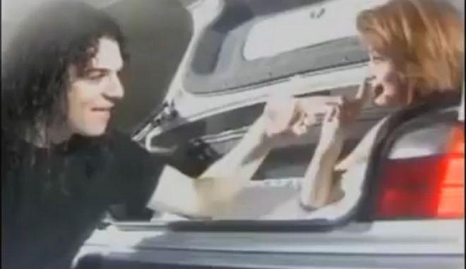 """Απόσπασμα από το βίντεο κλιπ του """"Μη Γυρίσεις Ξανά"""" με ερμηνευτές τη Νατάσα Θεοδωρίδου και τον Τριαντάφυλλο"""