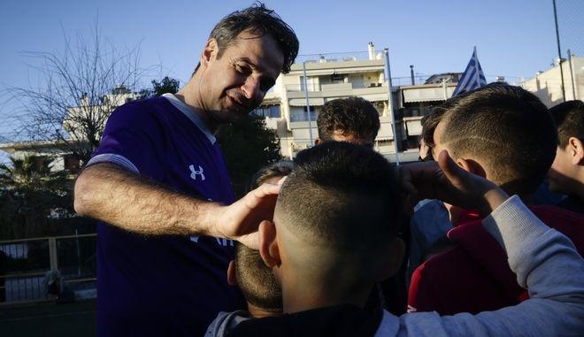 Μέλη της Νέας Δημοκρατίας με επικεφαλής τον Κυριάκο Μητσοτάκη έδωσαν ποδοσφαιρικό αγώνα με ομάδα της Συνομοσπονδίας Ελλήνων Ρομά