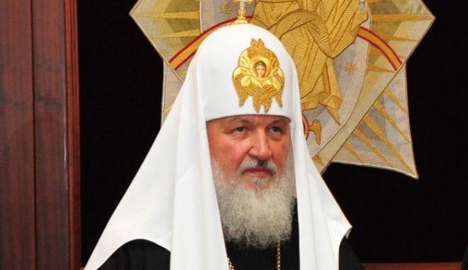 Ο Οικουμενικός Πατριάρχης Βαρθολομαίος (Δ) υποδέχθηκε στο Φανάρι τον Πατριάρχη Μόσχας και Πάσης Ρωσίας Κύριλλο Α' (Α) , ο οποίος πραγματοποιεί την πρώτη του ειρηνική επίσκεψη στην Κωνσταντινούπολη και το Οικουμενικό Πατριαρχείο , Σάββατο 4 Ιουλίου 2009 .