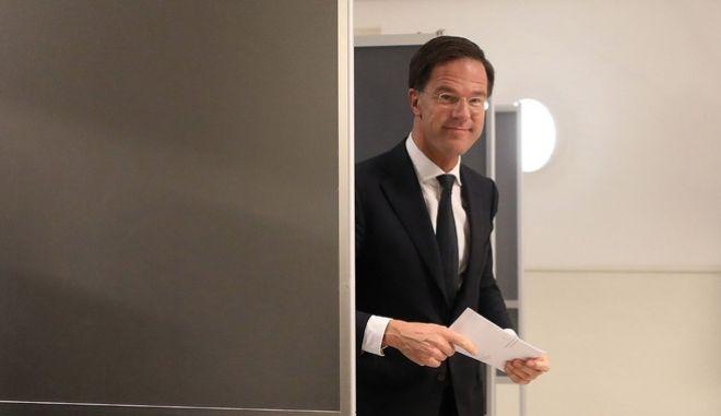 Ολλανδικές εκλογές: Νίκη Ρούτε, πανωλεθρία Ντάισελμπλουμ
