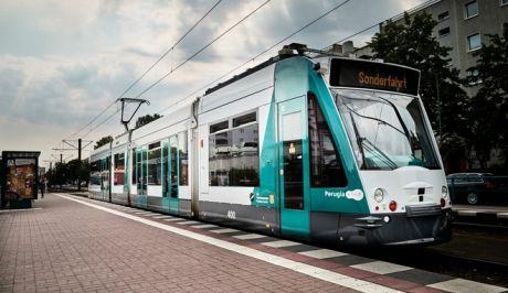 Δοκιμαστικά δρομολόγια για το πρώτο αυτόνομο τραμ στον κόσμο