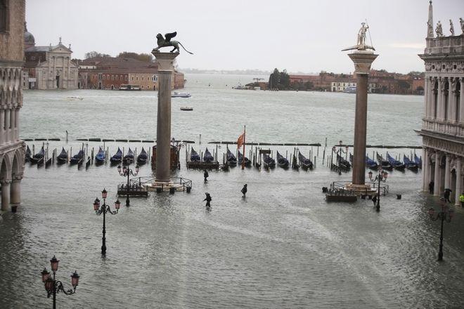 "venice2 - Βενετία: Εικόνες αποκάλυψης - ""Θάλασσα"" έγινε η πλατεία του Αγίου Μάρκου"