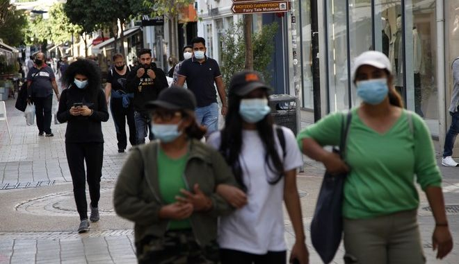 Άνθρωποι με μάσκα στην Κύπρο