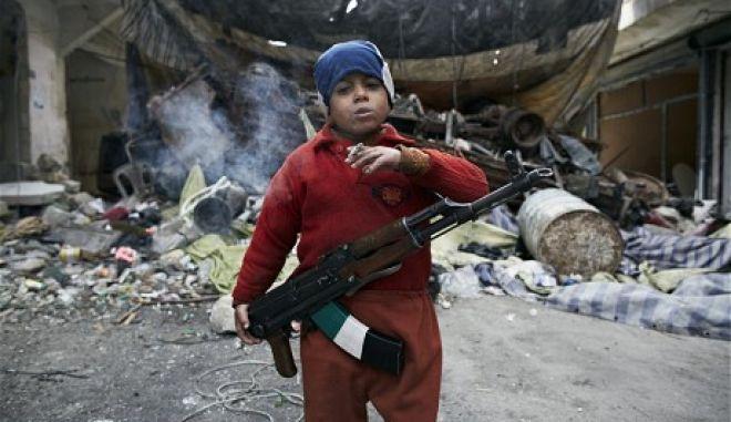 Συγκλονιστικό: Ο 8χρονος πολεμιστής της Συρίας