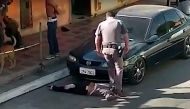 Βραζιλία: Ωμή αστυνομική βία που θυμίζει Τζορτζ Φλόιντ