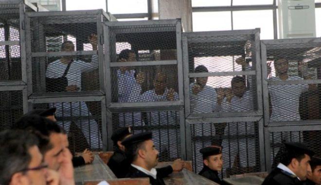 Καταδικάστηκαν μέλη της Μουσουλμανικής Αδελφότητας μια μέρα μετά την αθώωση Μουμπάρακ