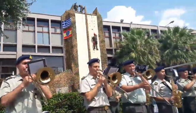 Η μπάντα του στρατού δίνει το ρυθμό στη ΔΕΘ