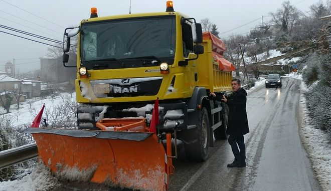 Περισσότεροι από 45 απεγκλωβισμοί από τα χιόνια-Περιοχές που έχει διακοπεί η κυκλοφορία