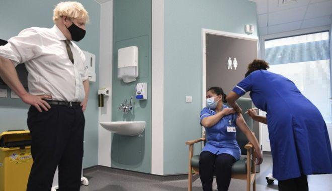 Βρετανία: Συγκέντρωσε ένα δισ. δολάρια για εμβόλια σε αναπτυσσόμενες χώρες