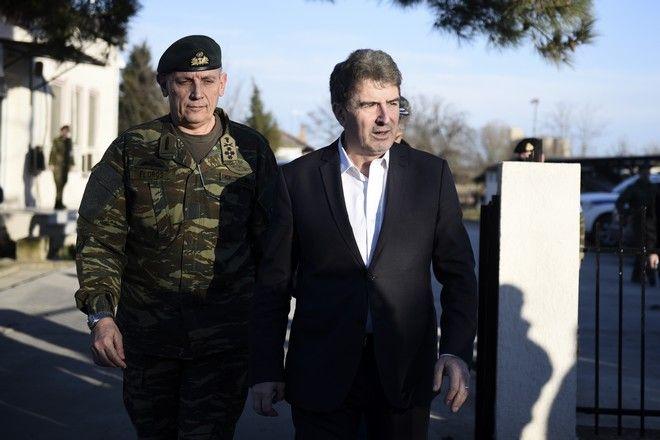 Ο Υπουργός Προστασίας του Πολίτη Μ.Χρυσοχοϊδης και ο Αρχηγός ΓΕΕΘΑ Κωνσταντίνος Φλώρος στον Έβρο