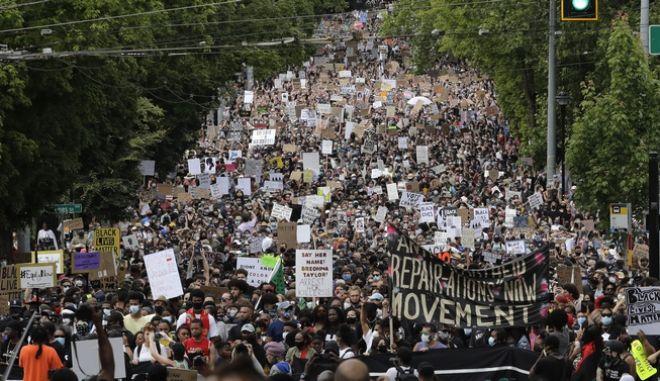 Χιλιάδες κατά του ρατσισμού