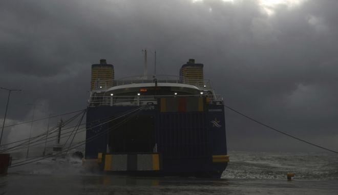 Δεμένo πλοίο στο λιμάνι