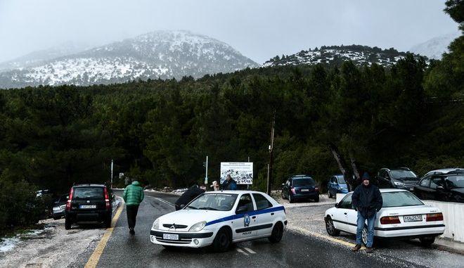 Χιόνια στην Πάρνηθα και διακοπή κυκλοφορίας (Φωτογραφία αρχείου)