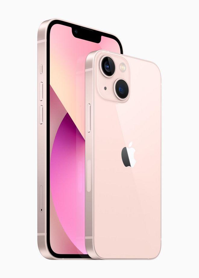 Το Iphone 13 μαζί με το Iphone 13 mini της Apple.