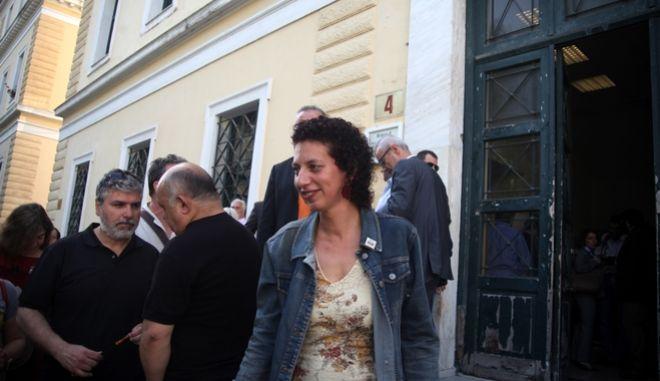 """Δίκη για την αγωγή που έχει ασκήσει η δημοσιογράφος και καθηγήτρια στο ΑΠΘ Άννα Παναγιωταρέα σε βάρος της Δέσποινας Κουτσούμπα(φωτό), μέλους του ΔΣ του Συλλόγου Ελλήνων Αρχαιολόγων και Περιφερειακή Σύμβουλος Αττικής με την ΑΝΤΑΡΣΥΑ για """"συκοφαντική δυσφήμηση διά του Τύπου"""", την Πέμπτη 7 Μαΐου 2015."""
