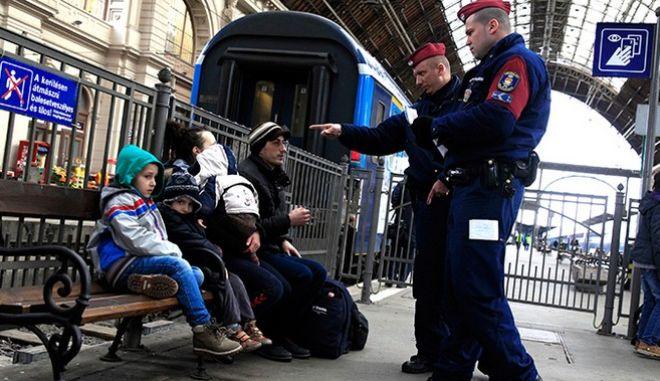 Καμία Ε.Ε: Κλείνει τα κέντρα υποδοχής προσφύγων και μεταναστών η Ουγγαρία