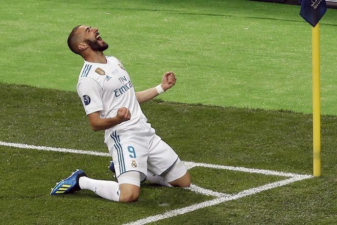 O Karim Benzema πανηγυρίζει τη νίκη της Ρεάλ στον τελικό του Champions League